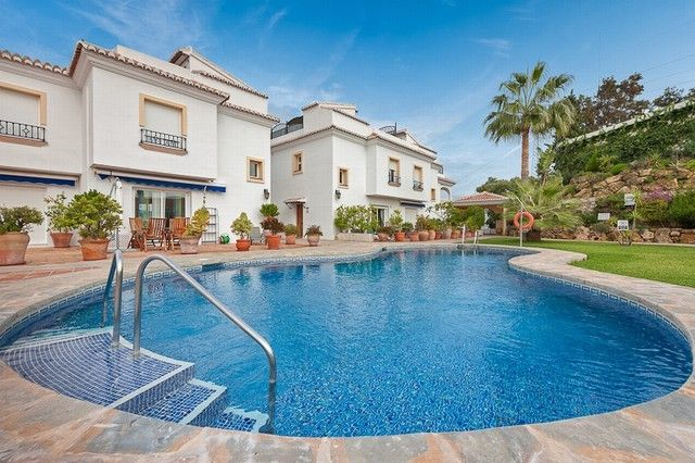 Townhouses for Sale in El Chaparral